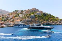 Iate - ilhas de Grécia imagens de stock royalty free