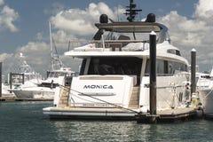 Iate luxuoso ancorado Monica no porto de Puerto Amador, a Cidade do Panamá fotografia de stock royalty free
