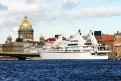 Iate luxuoso em St Petersburg Imagens de Stock Royalty Free