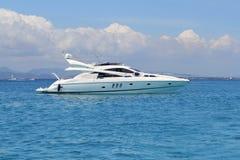 Iate luxuoso na turquesa Illetes Formentera Fotos de Stock