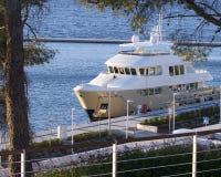 Iate luxuoso no porto bonito em Sibenik, Croácia Imagens de Stock Royalty Free