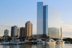 Iate luxuosos entrados no porto de Jersey City foto de stock royalty free