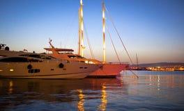 Iate luxuosos no porto Foto de Stock Royalty Free
