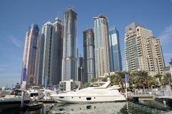 Iate luxuosos no porto de Dubai foto de stock royalty free
