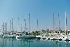 Iate na costa D'Azur imagens de stock