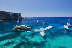 Iate na ilha de Comino, Malta Foto de Stock Royalty Free