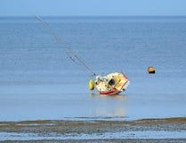 Iate na maré baixa Imagem de Stock