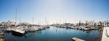 Iate no mar, cais, cais Tunísia, curso Panorama Fotografia de Stock