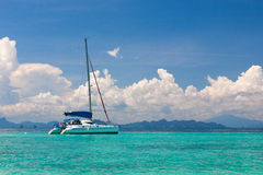 Iate no mar de Andaman Imagens de Stock Royalty Free