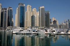 Iate no porto de Dubai imagem de stock