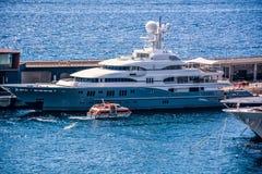 Iate no porto de Mônaco Fotografia de Stock Royalty Free
