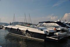 Iate no porto de St Tropez Fotos de Stock
