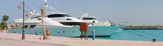 Iate portuários do Mar Vermelho Fotografia de Stock Royalty Free