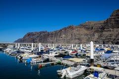 Iate que estacionam no porto no por do sol, yacht club do porto Fotografia de Stock