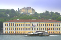 Iate que navega Bosphorus Istambul fotos de stock