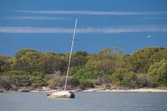 Iate Sunken perto de Gold Coast Imagem de Stock