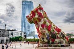 Iberdrola torn- och valpskulptur Royaltyfria Bilder