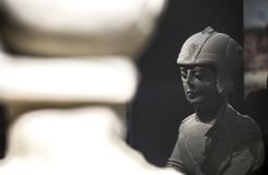 Iberian krigare med det dubbla pansaret av Porcuna, Jaen Reflexioner Arkivbild