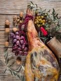 Iberico de Jamon, porcas e vinho, vista superior Imagem de Stock Royalty Free