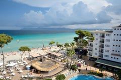 Iberostar Alcudia的酒吧和海滩在Alcudia停放 免版税库存照片