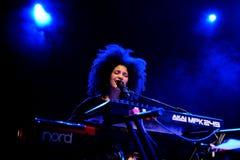 Ibeyi (ψυχή και σύγχρονος ρυθμός και κουβανική ζώνη μπλε) στη συναυλία στη σκηνή Apolo Στοκ φωτογραφίες με δικαίωμα ελεύθερης χρήσης