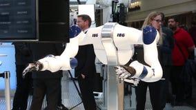 IBG che presenta robot e collaborazione umana sulla fiera di Messe a Hannover, Germania stock footage