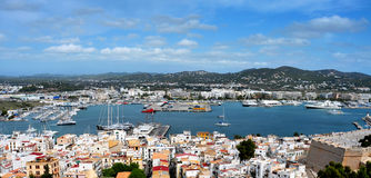 Ibiza城镇老城镇和端口  图库摄影
