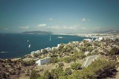 Ibiza Eivissa avec la vue bleue de ville de la mer Méditerranée Images stock