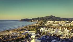 Ibiza Eivissa, salida del sol sobre la playa de Bossa de la guarida de Playa Imagenes de archivo