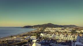 Ibiza Eivissa, salida del sol sobre la playa de Bossa de la guarida de Playa Foto de archivo libre de regalías