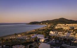 Ibiza Eivissa, salida del sol sobre la playa de Bossa de la guarida de Playa Fotos de archivo