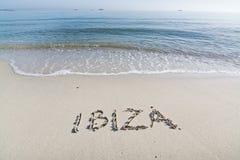 Ibiza geschrieben in Sand Stockfoto