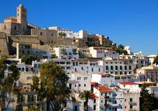 Ibiza, stad, de kathedraal en de oude stad en zijn kanonnen stock afbeelding