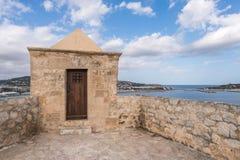 Ibiza watchtower med Eivissa portsikt i Balearic Island Fotografering för Bildbyråer