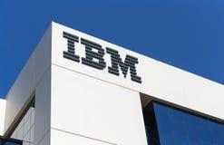 IBM的标志在办公楼的在迪拜 库存照片