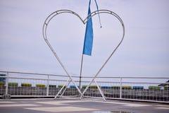 Icône d'amour en parc public images libres de droits