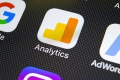 Icône d'application d'Analytics de Google sur le plan rapproché d'écran de l'iPhone X d'Apple Icône d'Analytics de Google Applica images stock