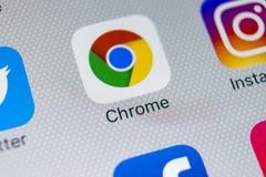 Icône d'application de Google Chrome sur le plan rapproché d'écran de l'iPhone X d'Apple Icône de Google Chrome APP Application d Photo libre de droits