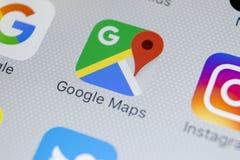 Icône d'application de Google Maps sur le plan rapproché d'écran de l'iPhone X d'Apple Icône de Google Maps Application de Google Photos libres de droits