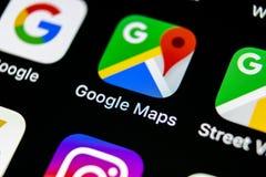 Icône d'application de Google Maps sur le plan rapproché d'écran de l'iPhone X d'Apple Icône de Google Maps Application de Google images libres de droits