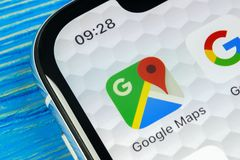 Icône d'application de Google Maps sur le plan rapproché d'écran de l'iPhone X d'Apple Icône de Google Maps Application de Google Photo libre de droits