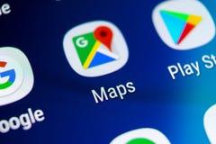 Icône d'application de Google Maps sur le plan rapproché d'écran de la galaxie S9 de Samsung Icône de Google Maps Application de  photos libres de droits