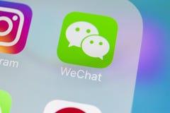 Icône d'application de messager de Wechat sur le plan rapproché d'écran de smartphone de l'iPhone X d'Apple Icône du messager APP Images stock