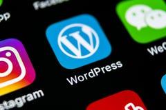 Icône d'application de Wordpress sur le plan rapproché d'écran de l'iPhone X d'Apple Icône de Wordpress APP wordpress application Photo stock