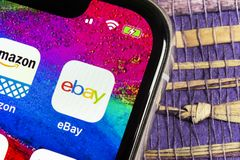 icône d'application d'eBay sur le plan rapproché d'écran de l'iPhone X d'Apple icône d'eBay APP eBay COM est les plus grands site photo libre de droits