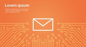 Icône d'enveloppe de message au-dessus d'ordinateur Chip Moterboard Background Banner Photographie stock libre de droits