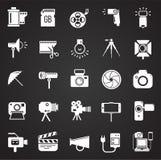 Icône de photographie et de vidéographie réglée sur le fond noir pour le graphique et la conception web, signe simple moderne de  illustration stock