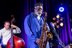 Icône du jazz du monde - ponceuses de Pharoah l'icône Quartetet vivant sur l'étape de Kijow Centre à l'été Jazz Festival à Cracov Images libres de droits