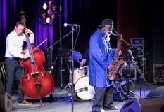 Icône du jazz du monde - ponceuses de Pharoah l'icône Quartetet vivant sur l'étape de Kijow Centre à l'été Jazz Festival à Cracov Image libre de droits