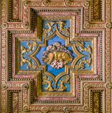 Icône en bois de loup de Capitoline sur la basilique de plafond de Santa Maria en Ara Coeli, à Rome, l'Italie photos libres de droits